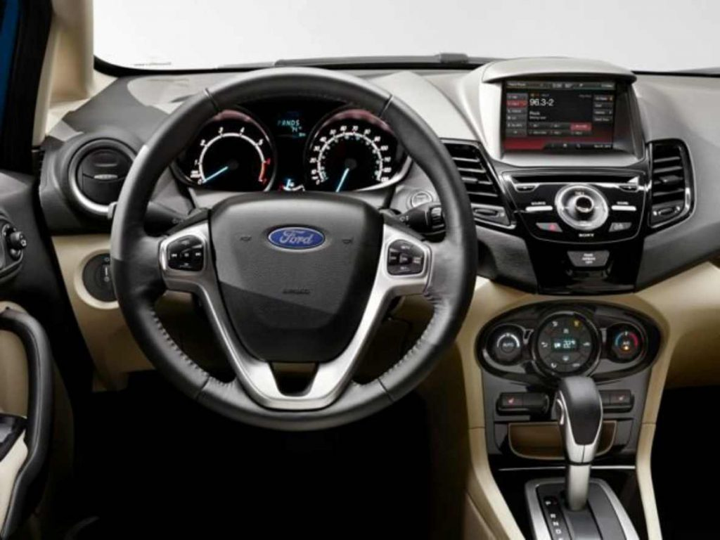 Ford Fiesta 2019 con aplicación waze