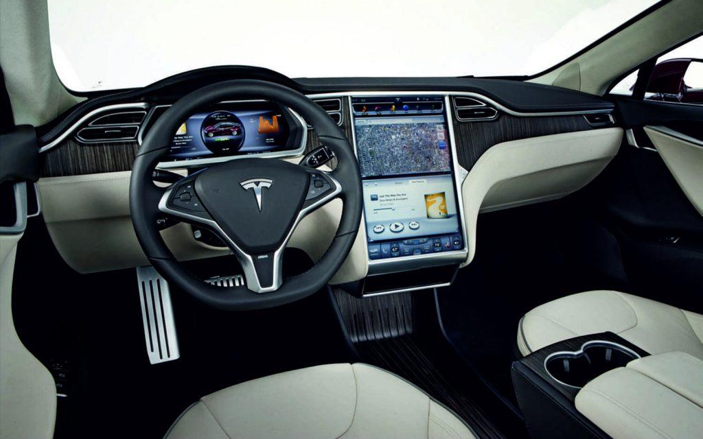 Tesla X parte interna: Tablero